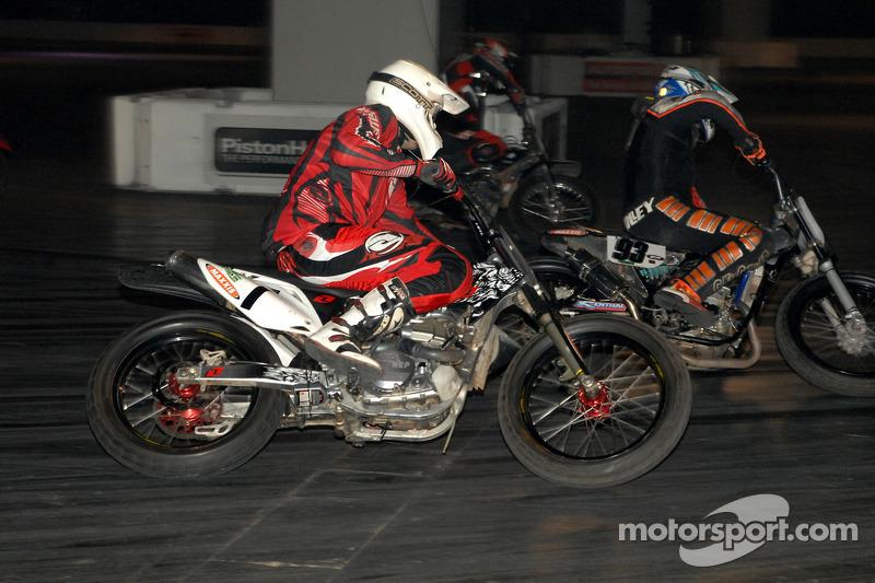 Moto de course dans la Live Action Arena