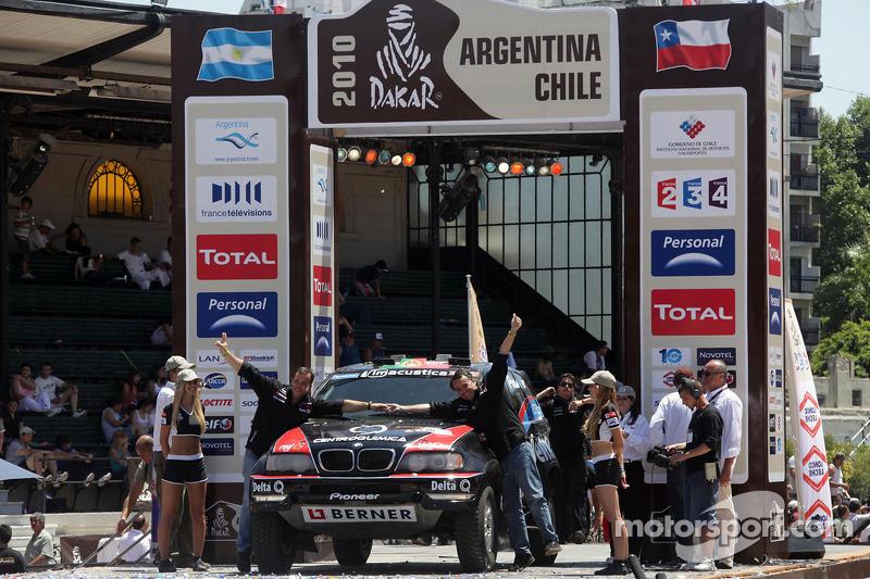 Podium catégorie AutosDakar 2010 : Ricardo Leal dos Santos et Paulo Fiuza