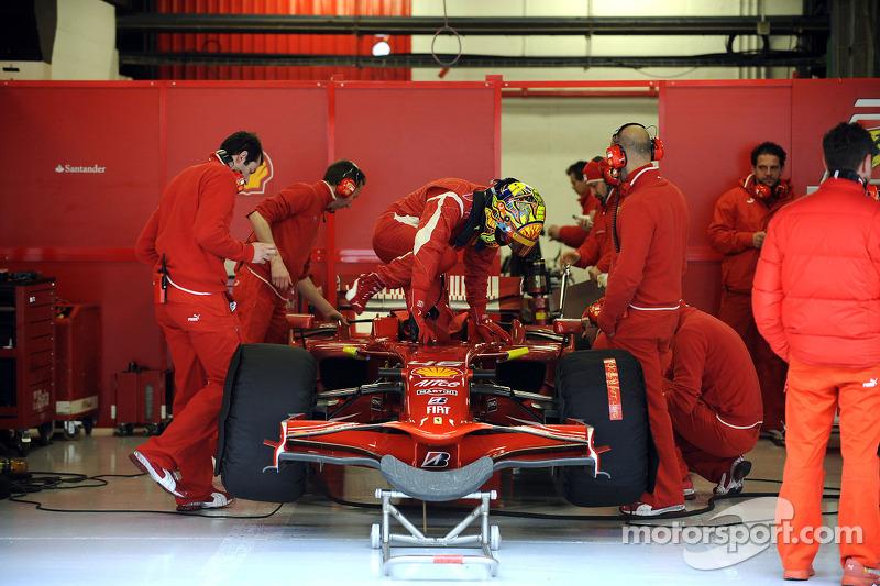 Valentino Rossi testet den Ferrari F2008