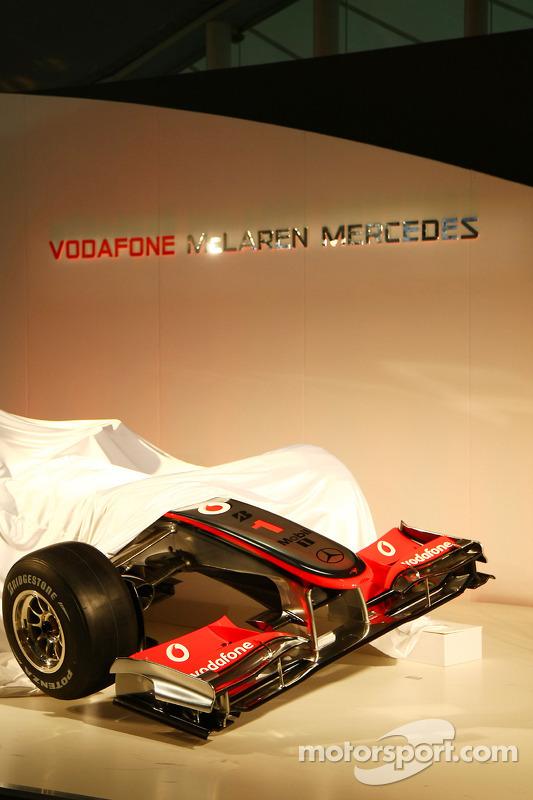 La McLaren MP4-25 sous couverture