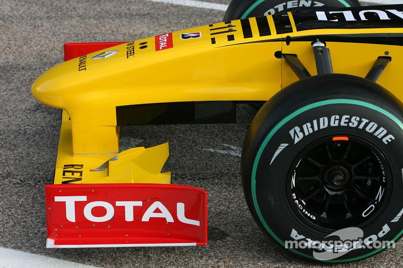 La nouvelle Renault R30(détail) aileron avant