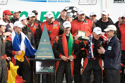 Victory lane: winnaar DP en algemeen Joao Barbosa, Terry Borcheller, Ryan Dalziel en Mike Rockenfeller krijgen Rolex horloge