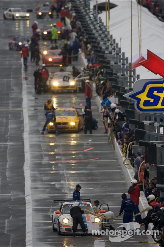 Arrêt aux stands pour  #20 Matt Connolly Motorsports Porsche GT3: Christophe Lapierre, Jos Menten, Markus Palttala, Oskar Slingerlet