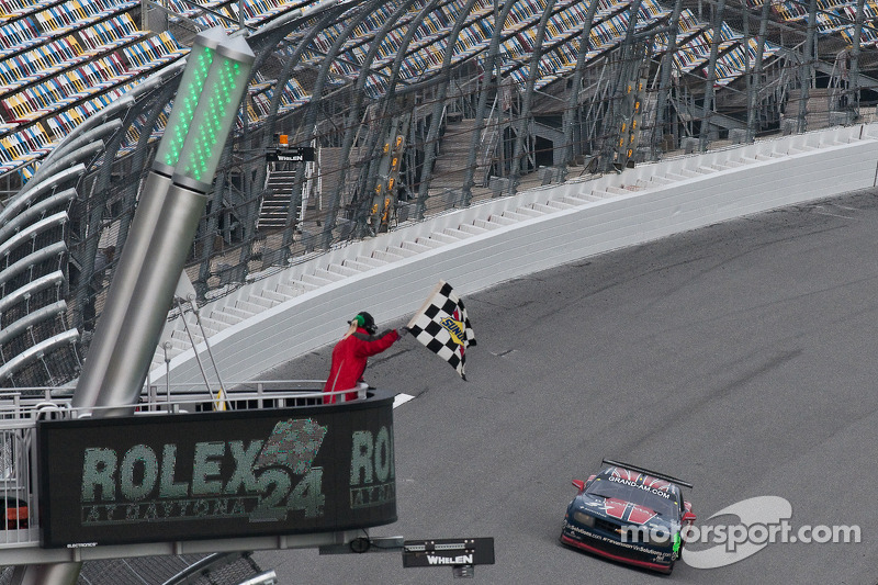 #57 Stevenson Motorsports Camaro GT.R: Andrew Davis, Robin Liddell, Jan Magnussen takes the checkered flag