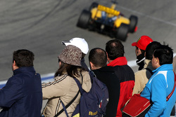 Fans watch Robert Kubica, Renault F1 Team, R30