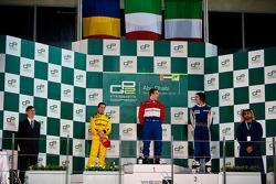 Davide Valsecchi sur le podium avec Michael Herck et Giacomo Ricci