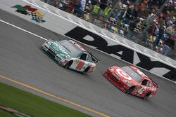 Dale Earnhardt Jr., Hendrick Motorsports Chevrolet and Juan Pablo Montoya, Earnhardt Ganassi Racing Chevrolet