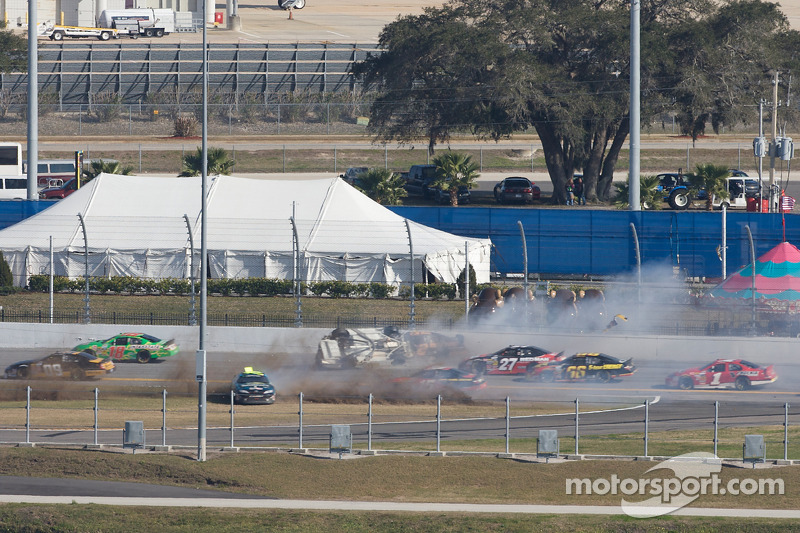 Dale Earnhardt Jr. crasht