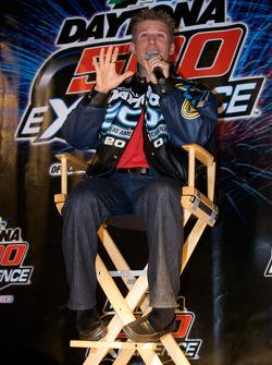 Ontbijten met de kampioen: 2010 Daytona 500 winnaar Jamie McMurray praat met fans