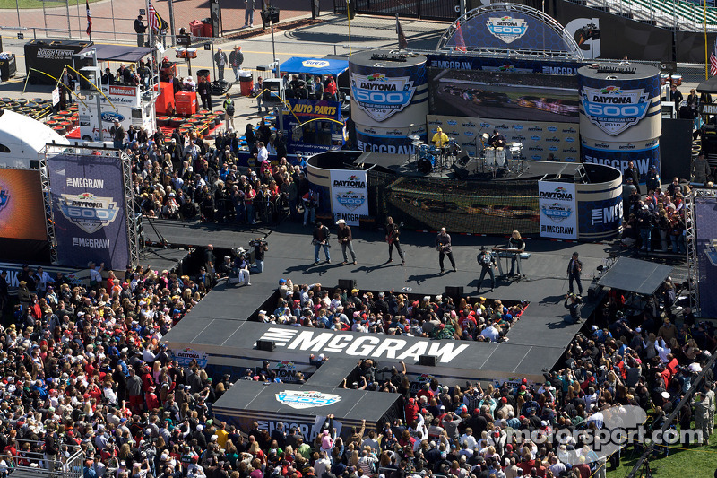 Pre-race show met zanger Tim McGraw