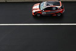 #5 Lauren Gray Motorsport, Toyota Corolla Sportivo: Lauren Gray, Michael Gray, Tony Head