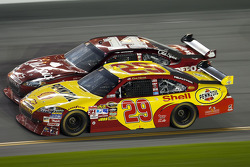 Kevin Harvick, Richard Childress Racing Chevrolet and Tony Stewart, Stewart-Haas Racing Chevrolet