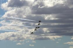 Dee Thunderbirds met een flyover