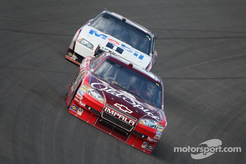 Tony Stewart, Stewart-Haas Racing Chevrolet en Sam Hornish Jr., Penske Racing Dodge