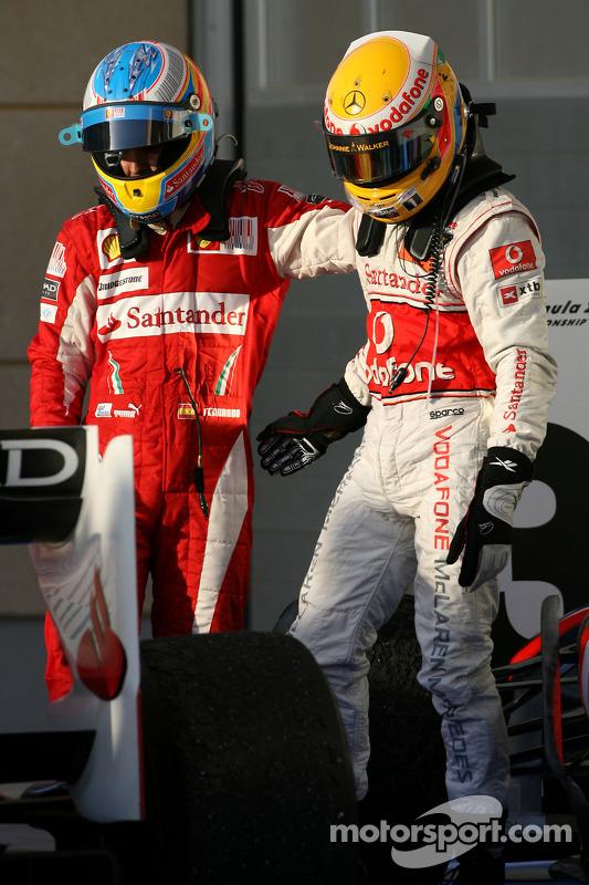 Race winnaar Fernando Alonso, Scuderia Ferrari  met 3de Lewis Hamilton, McLaren Mercedes