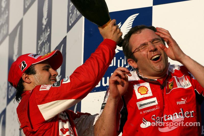 Подіум: Феліпе Масса, Ferrari, і Стефано Доменікалі, спортивний директор Ferrari