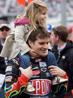 Jeff Gordon, Hendrick Motorsports Chevrolet holds daughter Ella Sofia