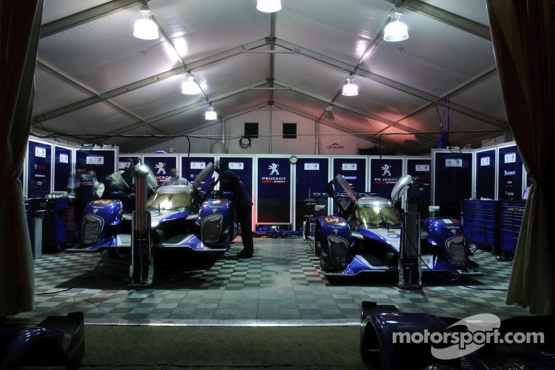 Team Peugeot Total paddock