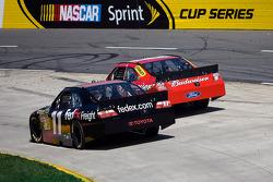 Denny Hamlin, Joe Gibbs Racing Toyota, Kasey Kahne, Richard Petty Motorsports Ford