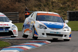 John George Sunshine.co.uk Hond Integra, leidt voor Tom Onslow-Cole Team AON Ford Focus