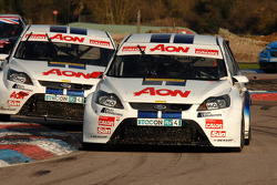 Tom Onslow-Cole Team AON Ford Focus defends from team mate Tom Chilton