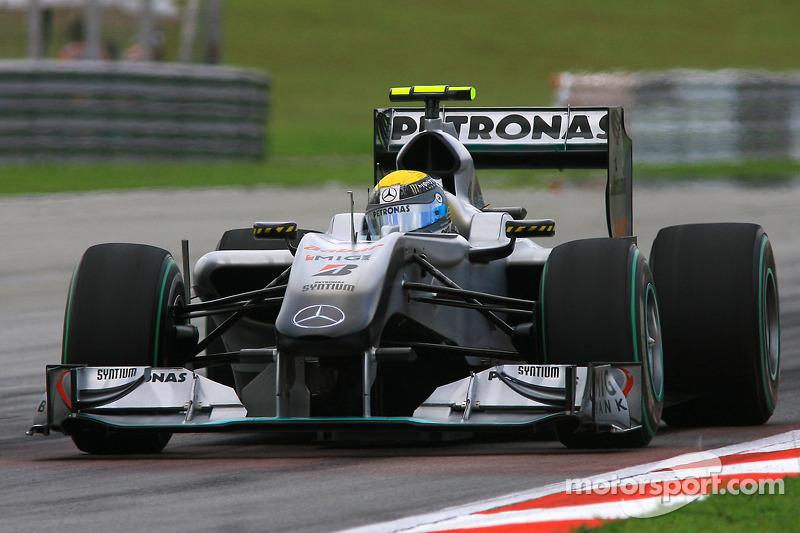 2010: Mercedes'in ilk podyumu