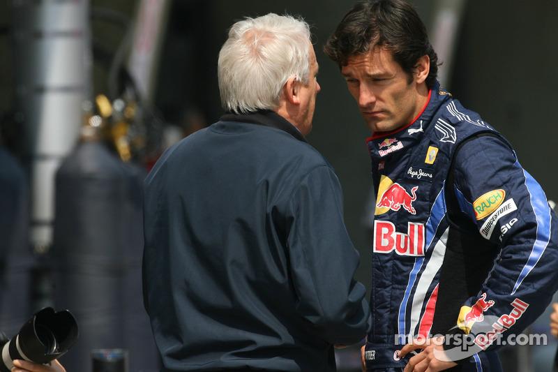 Charlie Whiting, FIA Safty delegate, Race director en offical starter en Mark Webber, Red Bull Racing