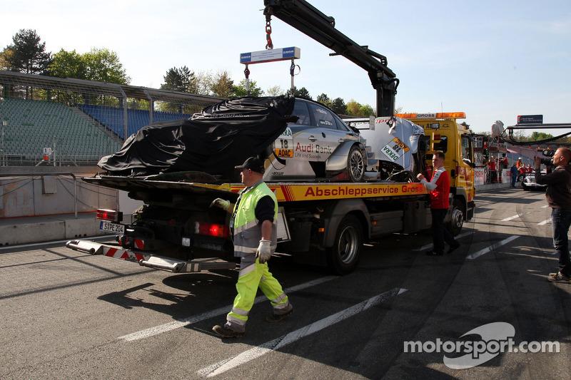 Beschadigde wagen van Miguel Molina, Audi Sport Rookie Team Abt, Audi A4 DTM in de garage