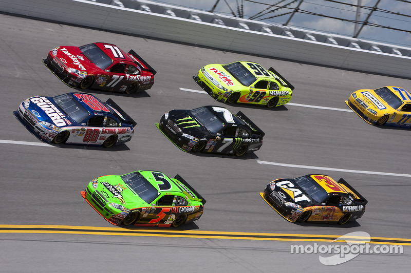 Dale Earnhardt Jr., Hendrick Motorsports Chevrolet en Mark Martin, Hendrick Motorsports Chevrolet vechten