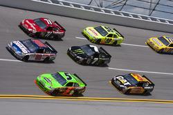 Dale Earnhardt Jr., Hendrick Motorsports Chevrolet and Mark Martin, Hendrick Motorsports Chevrolet battle