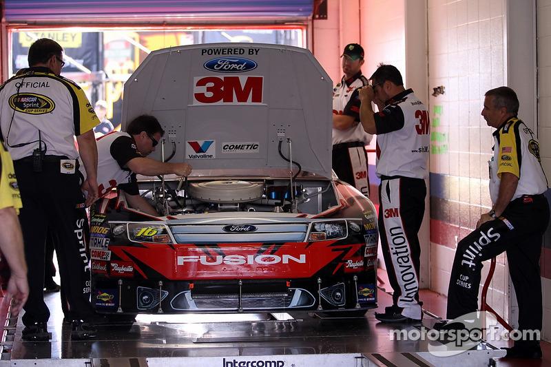 Auto van Greg Biffle, Roush Fenway Racing Ford bij de technische keuring