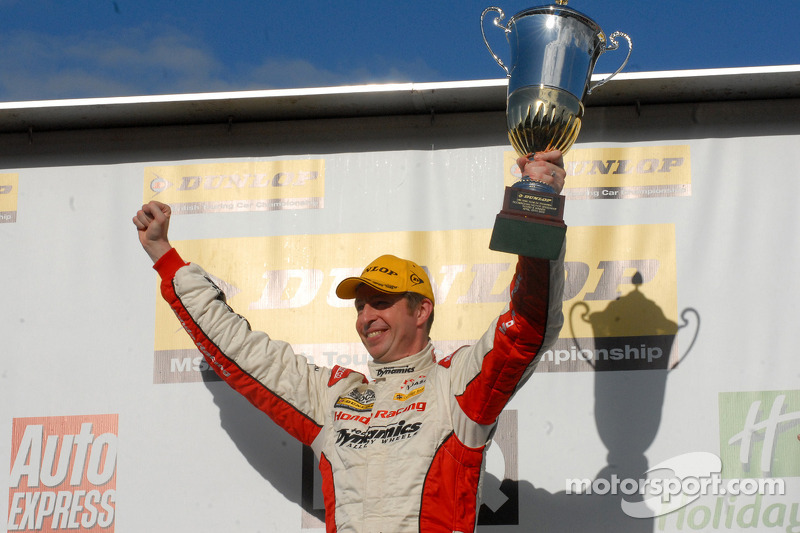 Race winnaar Matt Neal
