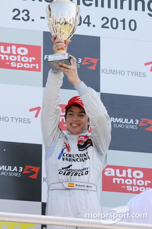Podium: winnaar Roberto Merhi, Mücke Motorsport, Dallara F308 Mercedes