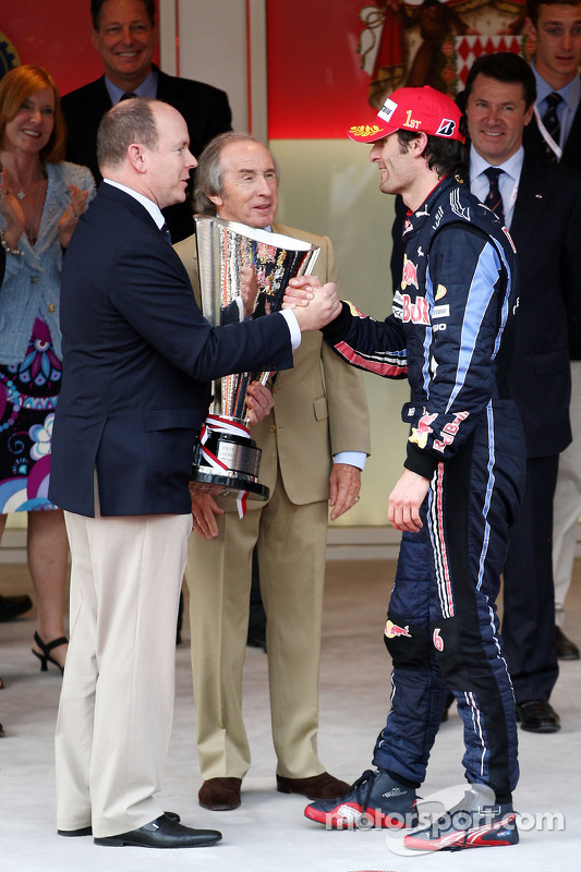 Podium: Prince Albert of Monaco gives the trophy to Podium: first place Mark Webber, Red Bull Racing