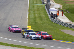 Start: Maro Engel, Mücke Motorsport AMG Mercedes C-Klasse en Congfu Cheng, Persson Motorsport AMG Mercedes C-Klasse