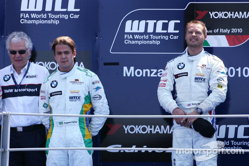 Podium: winnaar Andy Priaulx, BMW Team RBM, 2de Augusto Farfus, BMW Team RBM, 3de Robert Huff, Chevrolet, Chevrolet Cruze LT