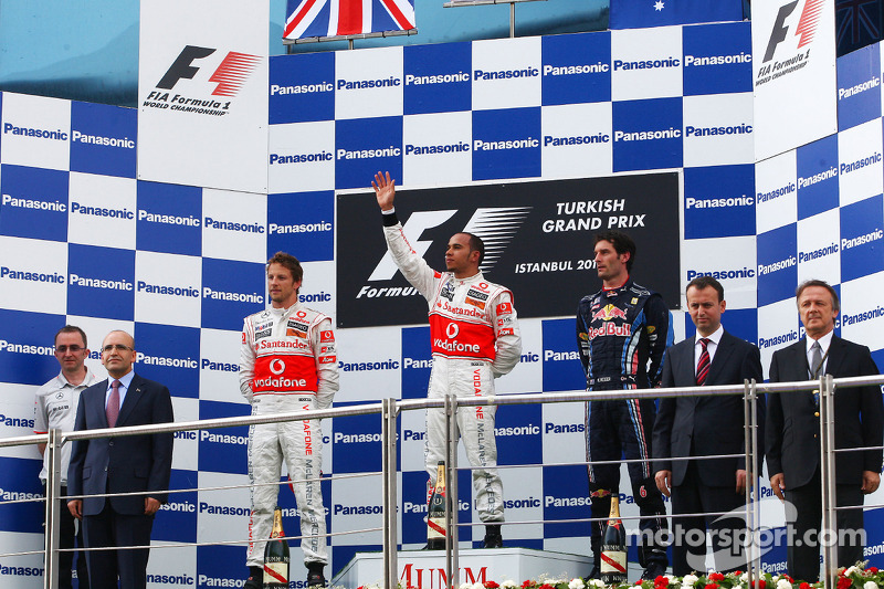 Podium: race winnaar Lewis Hamilton, McLaren Mercedes, 2de Jenson Button, McLaren Mercedes, 3de Mark