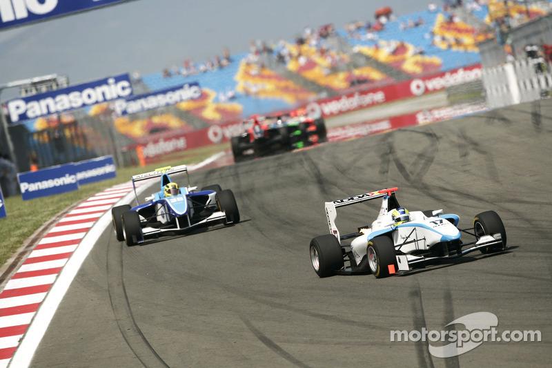 Felipe Guimaraes leads Oliver Oakes