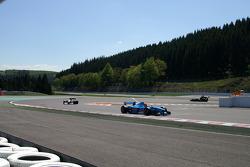 End of 1st lap: #2 Marijn van Kalmthout, Benetton B197 F1 and #3 Klaas Zwart, Ascari Benetton B197 F1