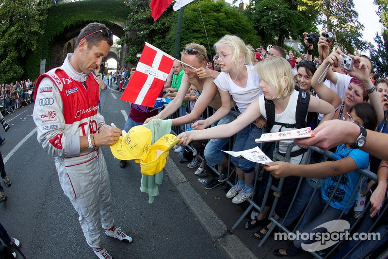 Tom Kristensen met fans