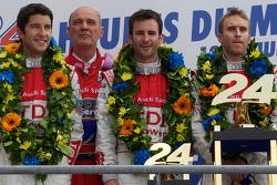 LMP1-Podium: 1. Mike Rockenfeller, Romain Dumas und Timo Bernhard mit Wolfgang Ullrich