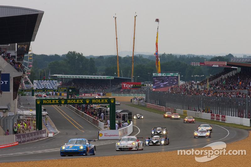 Herstart: #77 Team Felbermayr-Proton Porsche 911 GT3 RSR: Marc Lieb, Richard Lietz, Wolf Henzler