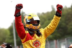 Race winnaar Benjamin Bailly viert overwinning