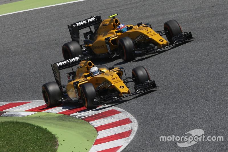 Кевін Магнуссен і Джоліон Палмер, Renault Sport F1 Team RS16, боротьба за позицію