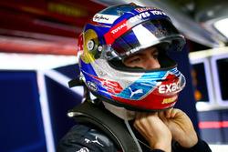 Макс Ферстаппен, Red Bull Racing готовится в гараже