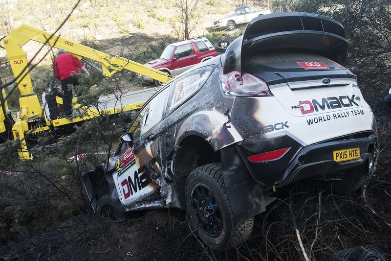 Los restos quemados del coche de Ott Tanak, Raigo Molder, DMACK World Rally Team