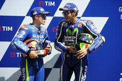 Gandor de la pole Valentino Rossi, Yamaha Factory Racing, segundo clasificado Maverick Viñales, Team Suzuki MotoGP