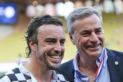 Fernando Alonso, McLaren con Carlos Sainz aen un partido de futbol de caridad  con los medios