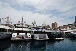 Schiffe im Hafen von Monte Carlo