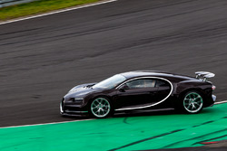 Bugatti Veyron doing a recon lap